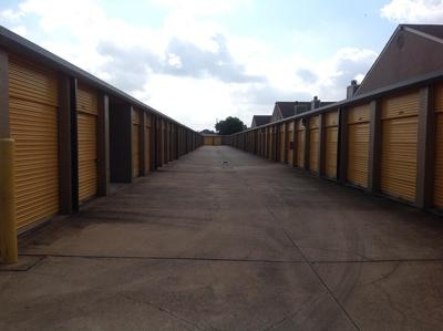 Uncle Bob's Self Storage - Houston - Westheimer Rd - Photo 4