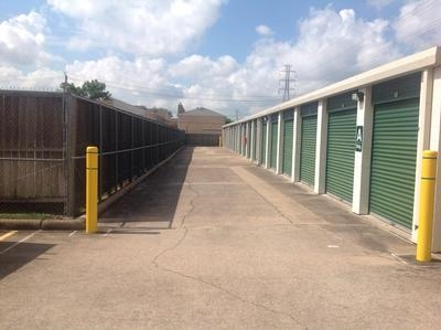 Uncle Bob's Self Storage - Houston - Wilcrest Dr - Photo 6