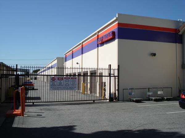 Paramount Self Storage - Photo 7