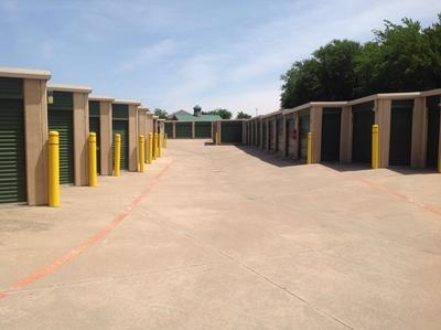 Uncle Bob's Self Storage - Fort Worth - Bryant Irvin Rd - Photo 3