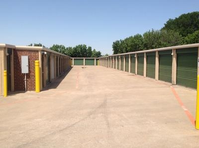 Uncle Bob's Self Storage - Fort Worth - Bryant Irvin Rd - Photo 6