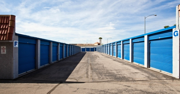 Central Self Storage - Sahara - Photo 6