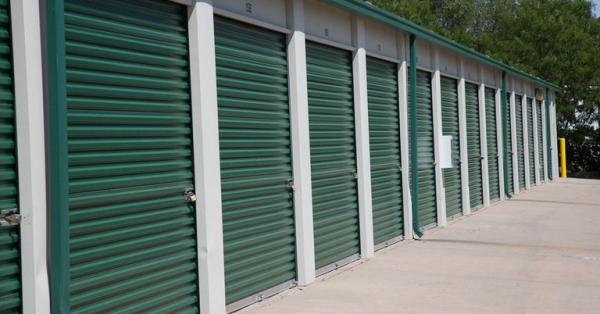 Central Self Storage - Strang Line - Photo 5