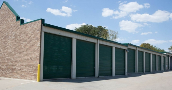 Central Self Storage - Strang Line - Photo 6