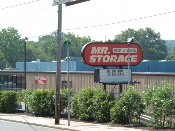 Mr. Storage - Manayunk - Photo 4