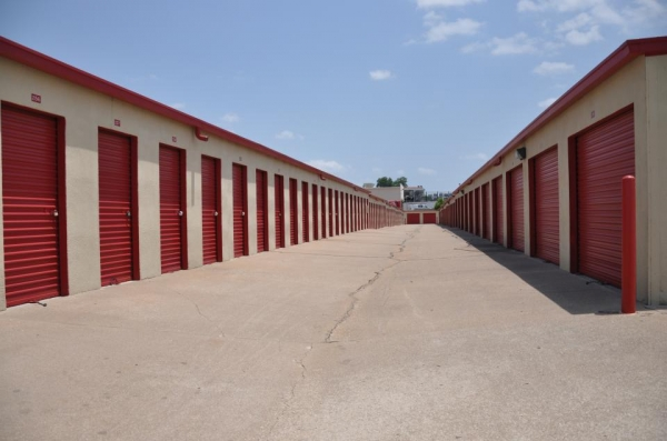 SecurCare Self Storage - Tulsa - S Lewis Ave - Photo 3