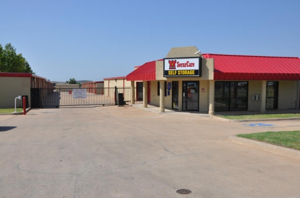 SecurCare Self Storage - Oklahoma City - NW 10th St. - Photo 2