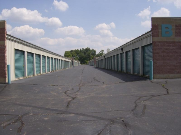 Aardvark Self Storage - Photo 4