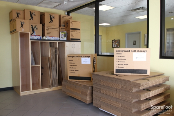 Safeguard Self Storage - Des Plaines - Mannheim Rd - Photo 14