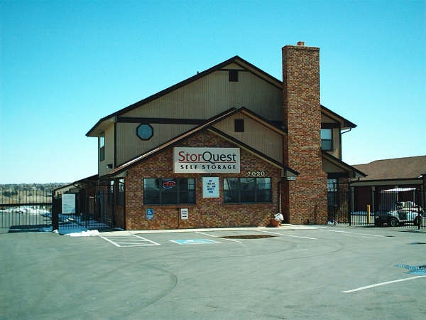 StorQuest Self Storage - Centennial - Photo 2