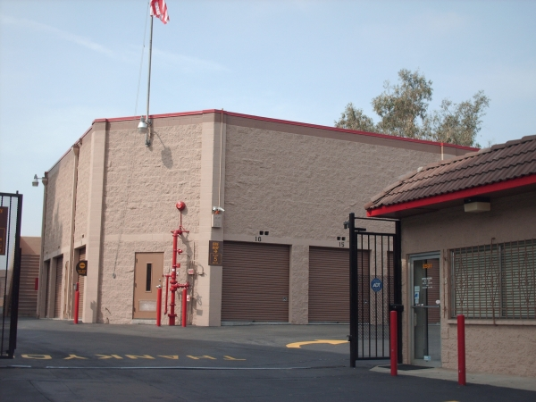 StorQuest Self Storage - West Los Angeles - Photo 4