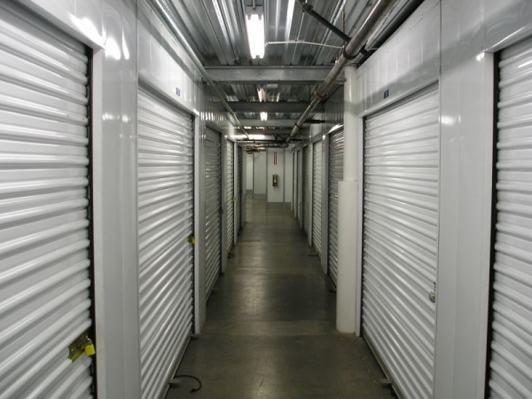 StorQuest Self Storage - Oakland - Photo 4