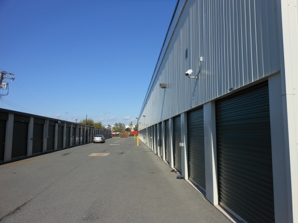 Self Storage Plus - Southlawn - Photo 3