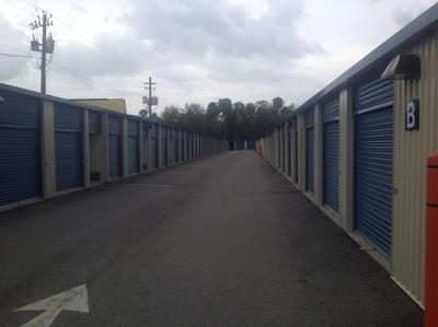 Uncle Bob's Self Storage - Tampa - West Hillsborough Avenue - Photo 3