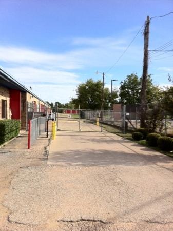 Tri Star Self Storage - La Salle Ave - Photo 3