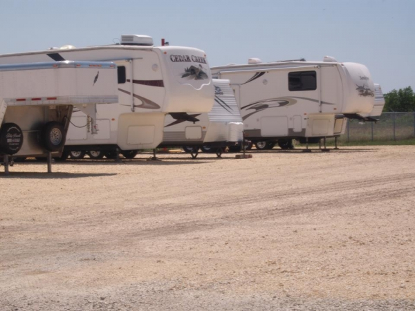 Shoreline Boat, RV & Self-Storage - Photo 7