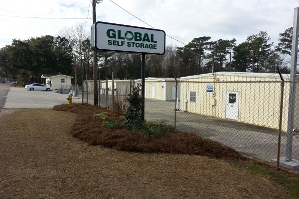 Global Self Storage - Gum Street - Photo 3
