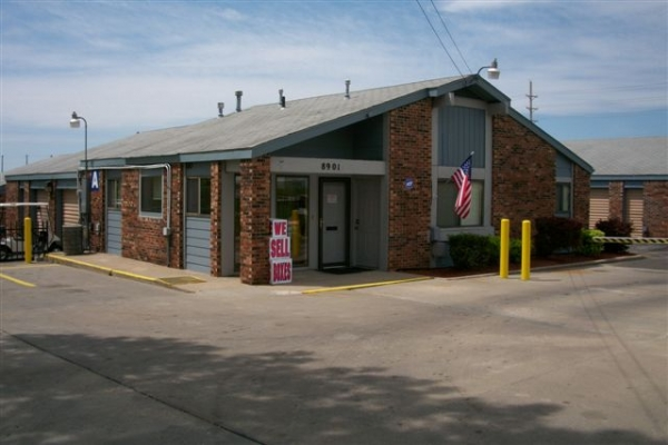 Security Self Storage - Troost - Photo 1