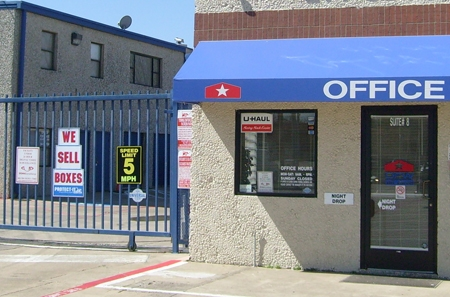 StorQuest Self Storage - Dallas - Photo 2