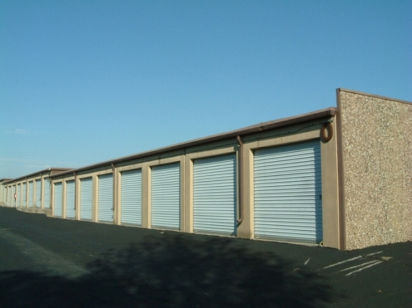 I-35/I-435 Self Storage - Photo 2