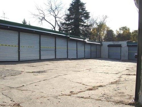 Garages Org - Morton Street - Photo 1