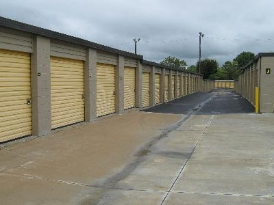 Uncle Bob's Self Storage - Montgomery - Vaughn Plaza Rd - Photo 3