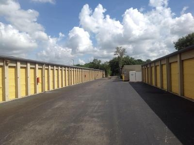 Uncle Bob's Self Storage - Tampa - E Hillsborough Ave - Photo 3