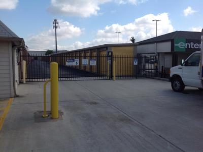Uncle Bob's Self Storage - Houston - Katy Fwy - Photo 7