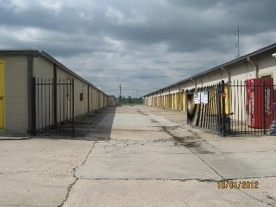 Uncle Bob's Self Storage - Lafayette - Ambassador Caffery Pky - Photo 6