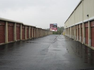 Uncle Bob's Self Storage - St Louis - Manchester Ave - Photo 5