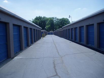 Uncle Bob's Self Storage - Louisville - Dixie Hwy - Photo 4