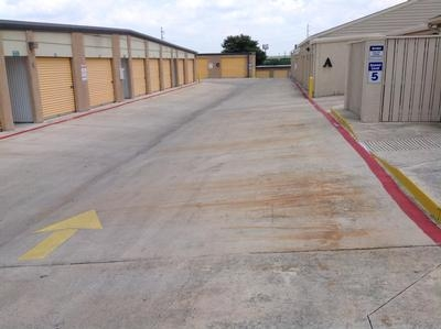 Uncle Bob's Self Storage - San Antonio - Jackson-Keller Rd - Photo 4