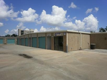 Uncle Bob's Self Storage - Houston - Long Point Rd - Photo 3
