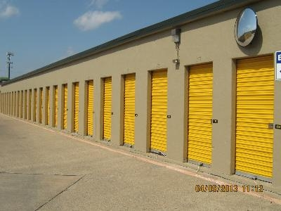 Uncle Bob's Self Storage - Garland - Broadway Blvd - Photo 3