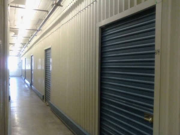 Beverly Hills Self Storage - Photo 6