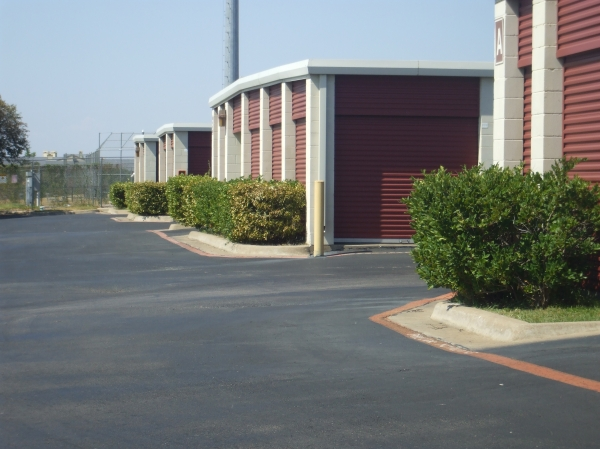 Alamo Self Storage - Buckner - Photo 4