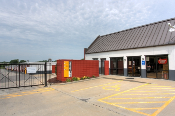 StorageMart - 169 Hwy & NE Cookingham - Photo 3