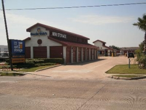 photo of Uncle Bob's Self Storage - Houston - Westheimer Rd