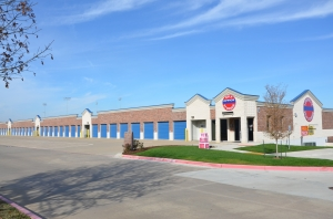 Roanoke self storage from Lewisville Self Storage