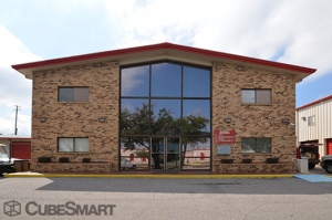 Satsuma self storage from CubeSmart Self Storage