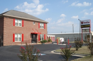 Fayetteville self storage from SecurCare Self Storage - Fayetteville - Rim Rd
