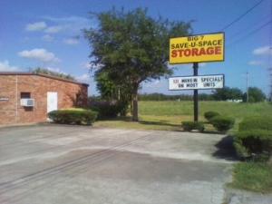 Pearland self storage from Big 7 Save-U-Space