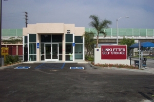 photo of StorQuest Self Storage - Long Beach