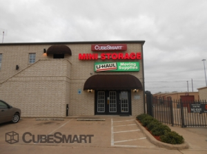 Manor self storage from CubeSmart Self Storage