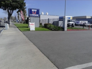 Irvine self storage from Mini U Storage - 17th Street