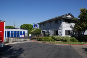Irvine self storage from Mini U Storage - Dyer Road