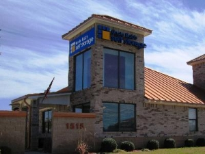 Cedar Park self storage from Uncle Bob's Self Storage - Round Rock - 1515 N Aw Grimes Blvd