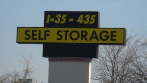 Prairie Village self storage from I-35/I-435 Self Storage