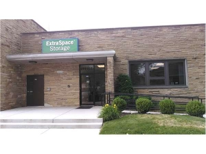Extra Space Storage - Evanston - Greenwood St