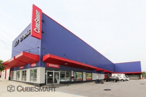 Thornwood self storage from CubeSmart Self Storage